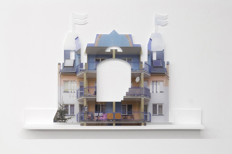 Julie Chovin, Flying Castle, Photographie numérique imprimée sur plexiglas, 2018.