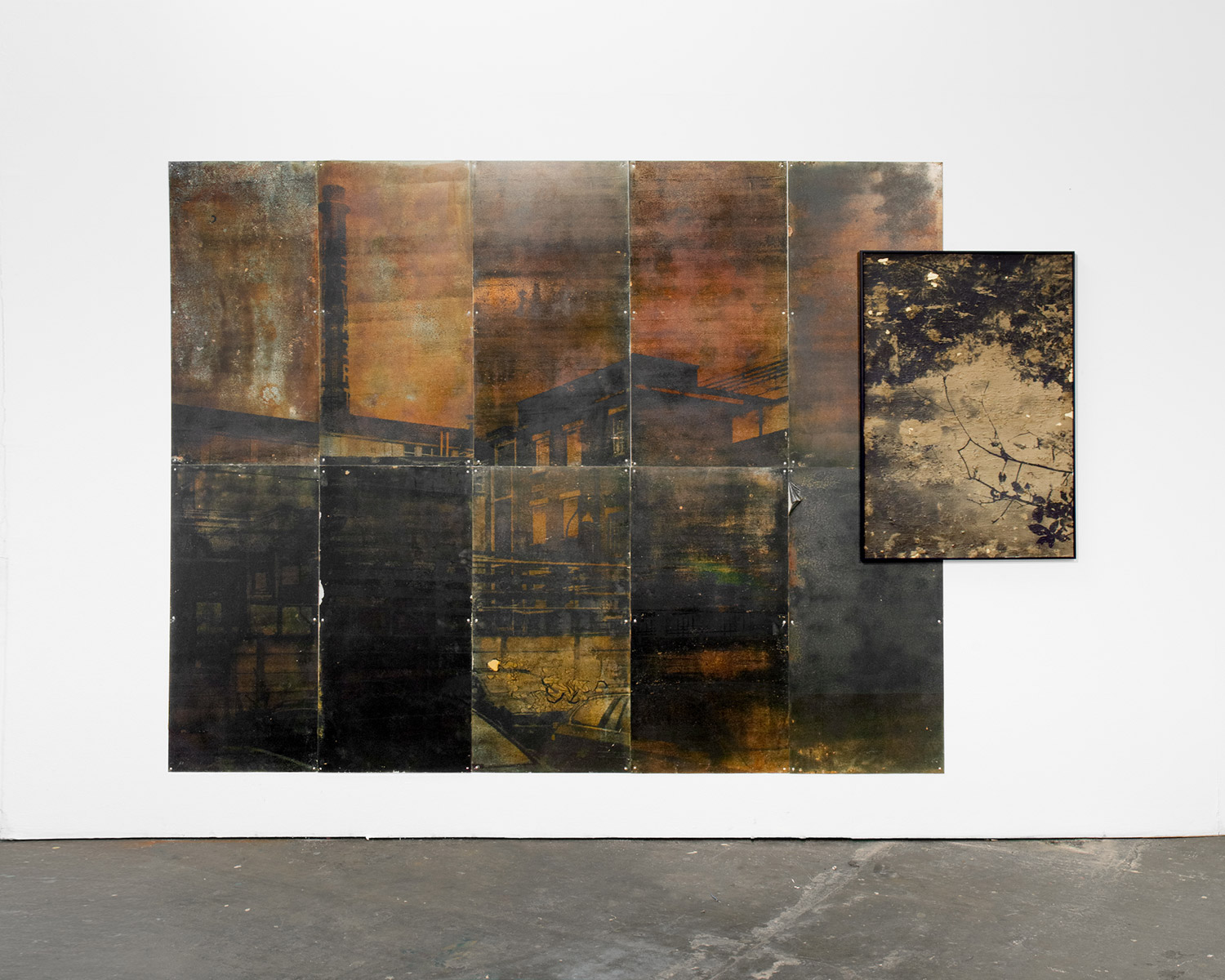 Lucas Leffler, Steel wall, wall installation made of oxidized steel plates, and silver mud prints, 2019